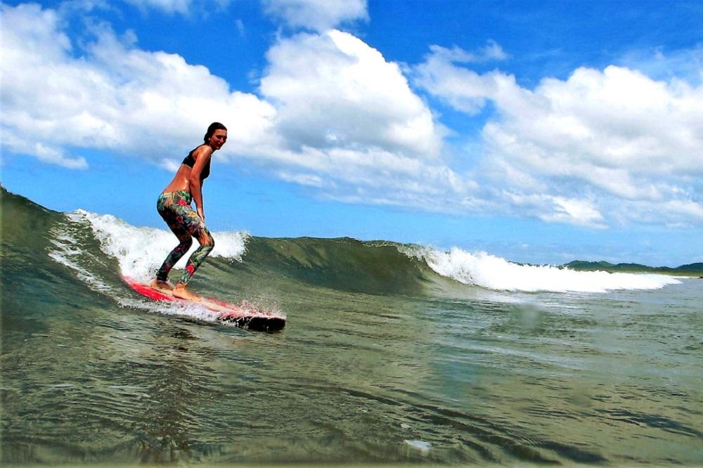 Surf Lessons Tamarindo - La Oveja Negra Surf Camp Tamarindo